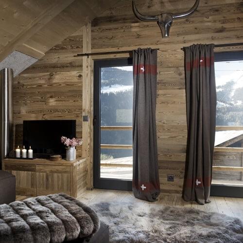 Rekonstrukce historické stodoly ve švýcarských Alpách
