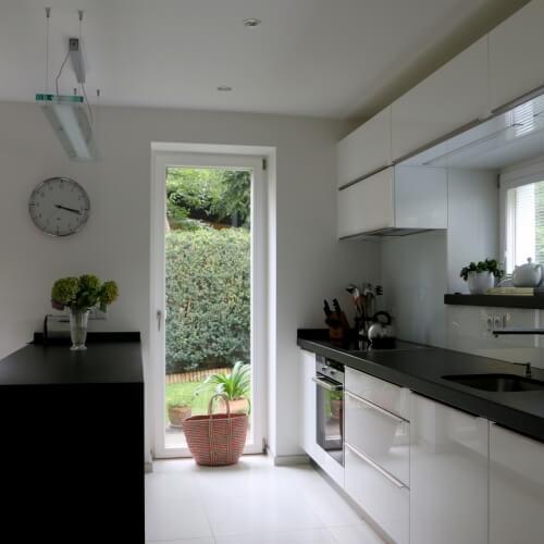 Lakovaná kuchyň s ostrůvkem