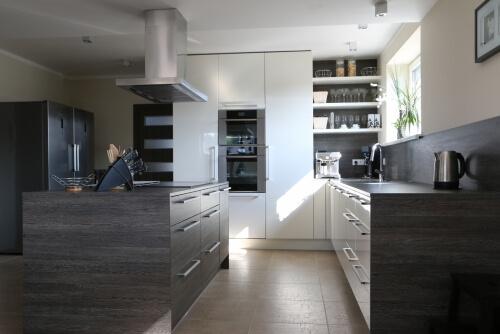 Prostorná kuchyň s ostrůvkém