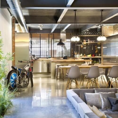 Komerční prostory přeměněny v kouzelný loftový byt ve Španělsku