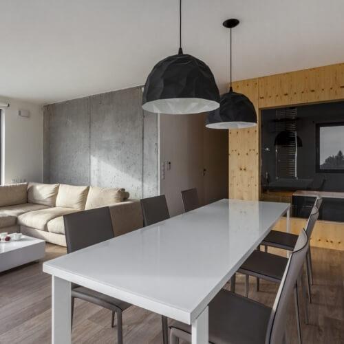 Trojizbový byt s betónovou stenou, Bratislava